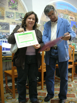 Maria José Franco recoge el premio de Juana Sánchez